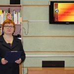 Мероприятие проводит заведующая библиотекой Лариса Ларинина